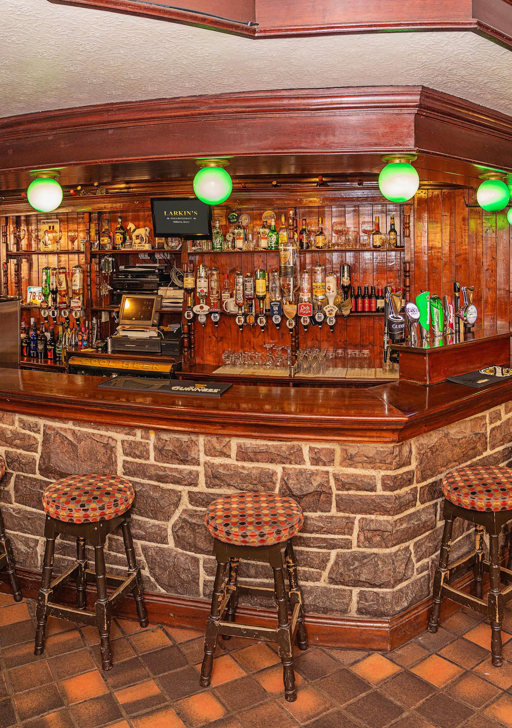 Larkins Pub and Bar Lounge