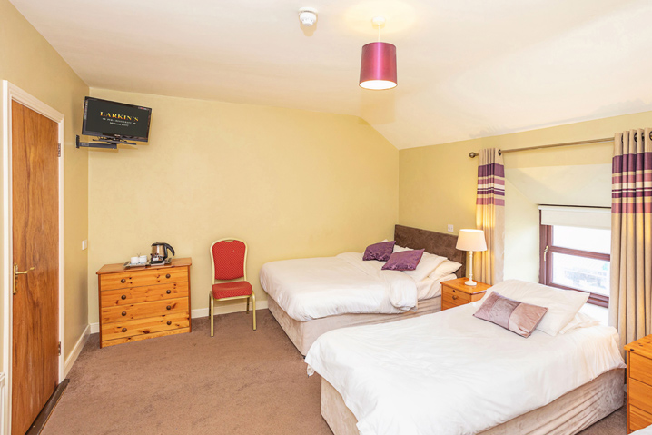 Larkins Pub - Triple Room Accommodation